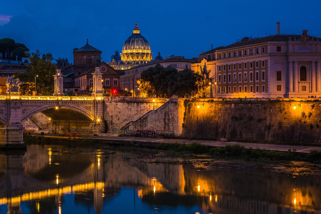 Blick auf Petersdom am Abend--Rom-1