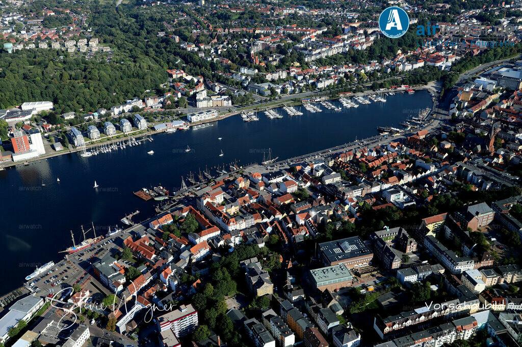 Luftbild Flensburger Foerde, Flensburg Binnenhafen, Hafendamm, Schiffbruecke, Hafenspitze | Flensburger Foerde, Flensburg Binnenhafen, Hafendamm, Schiffbruecke, Hafenspitze • max. 6240 x 4160 pix