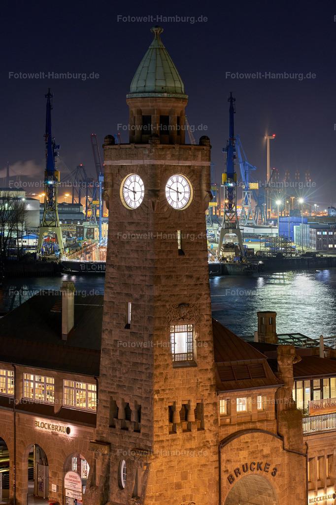 10190306 - Pegelturm bei Nacht | Blick auf den Pegelturm an den Landungsbrücken