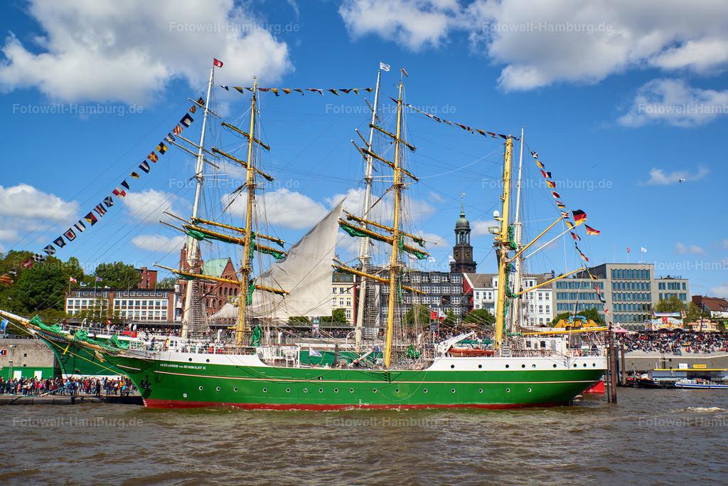 10190507 - Alexander von Humboldt II   Blick auf die Alexander von Humboldt II und den Michel beim Hafengeburtstag 2019.