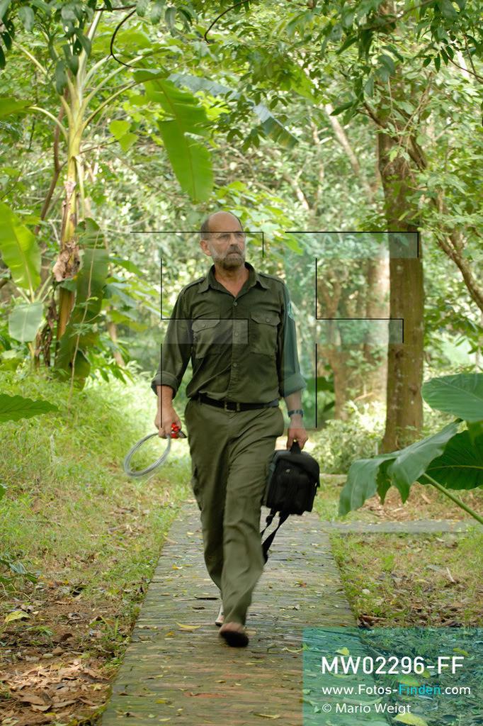MW02296-FF | Vietnam | Provinz Ninh Binh | Reportage: Endangered Primate Rescue Center | Der Deutsche Tilo Nadler leitet das Rettungszentrum für gefährdete Primaten im Cuc-Phuong-Nationalpark.   ** Feindaten bitte anfragen bei Mario Weigt Photography, info@asia-stories.com **