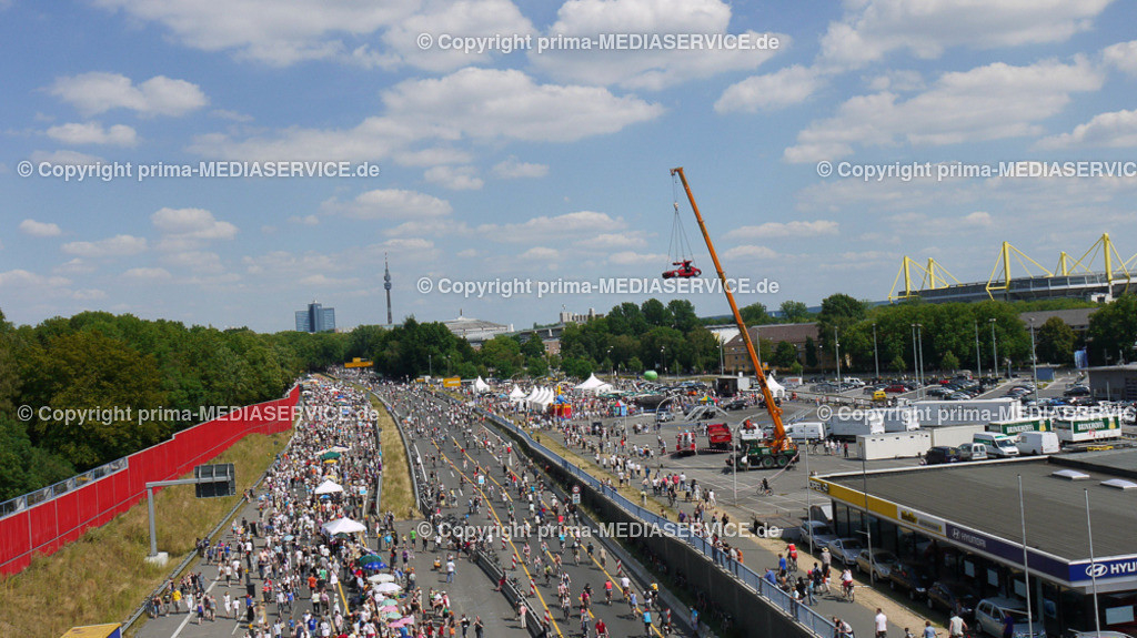 2010-07-18-Luftbilder-Still-Leben_ | Sonntag, 18. Juli 2010 -  Dortmund / NRW  +++ RUHR2010 / Aktion STILL-Leben auf der B1/A40 / Luftbilder Foto: Frank Bock / PHOTOZEPPELIN.COM