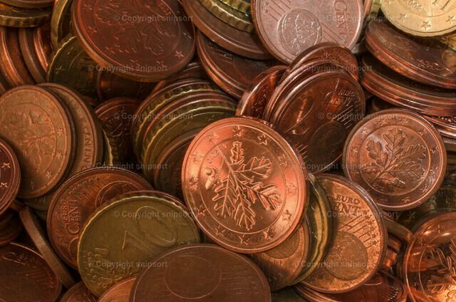 Münzen | Kleingeld in der Spardose