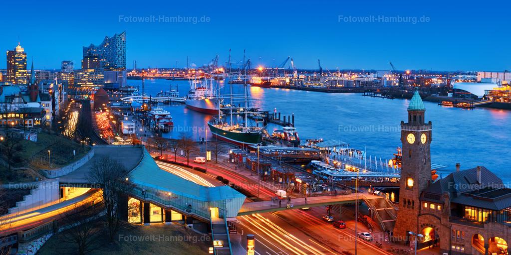 11979412 - Abend an den Landungsbrücken | Blick über die Landungsbrücken Richtung Elbphilharmonie zur blauen Stunde.