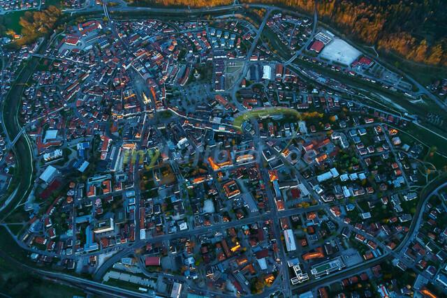 luftbild-traunstein-stadt-bruno-kapeller-3 | Luftaufnahme von Traunstein Stadt, im Herzen des Chiemgaus, Frühling 2019. Die letzten Sonnestrahlen erleuchten die höchsten Gebäude.