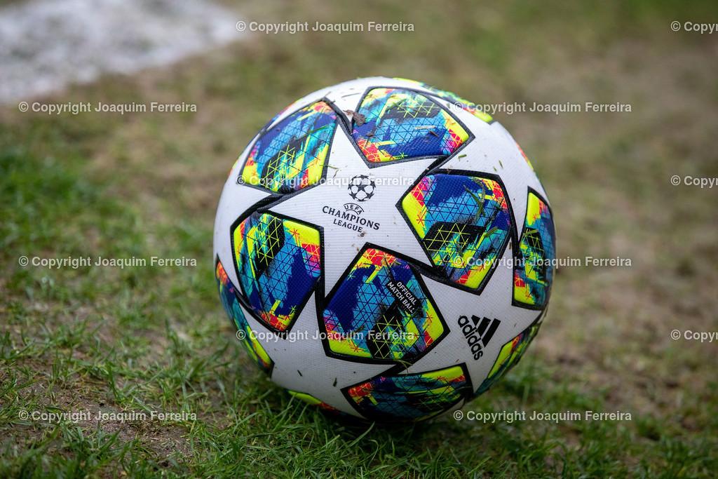 191211_levvsjuvu19_0729   Leverkusen, 11.12.2019 UEFA Youth League Gruppe D Bayer 04 Leverkusen U19 - Juventus Turin emspor, v.l.,  Symbolbild, UEFA Champions League Ball    (DFL/DFB REGULATIONS PROHIBIT ANY USE OF PHOTOGRAPHS as IMAGE SEQUENCES and/or QUASI-VIDEO)