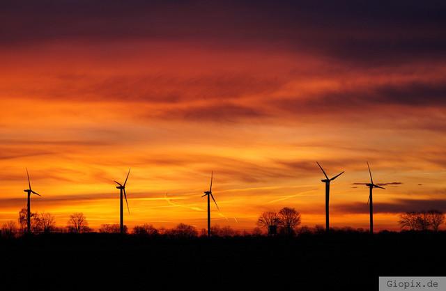 Windräder im Sonnenaufgang | Burning Sky zum Sonnenaufgang in Kleinenbroich