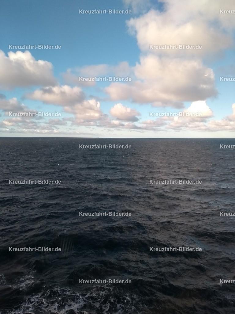 Wolken und Meer | Aufgenommen von der Koningsdam im Mittelmeer