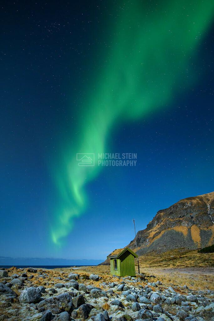 Aurora Borealis - Nordlichter mit grünem Haus | Aurora Borealis, Nordlicht mit grünem Haus in Norwegen