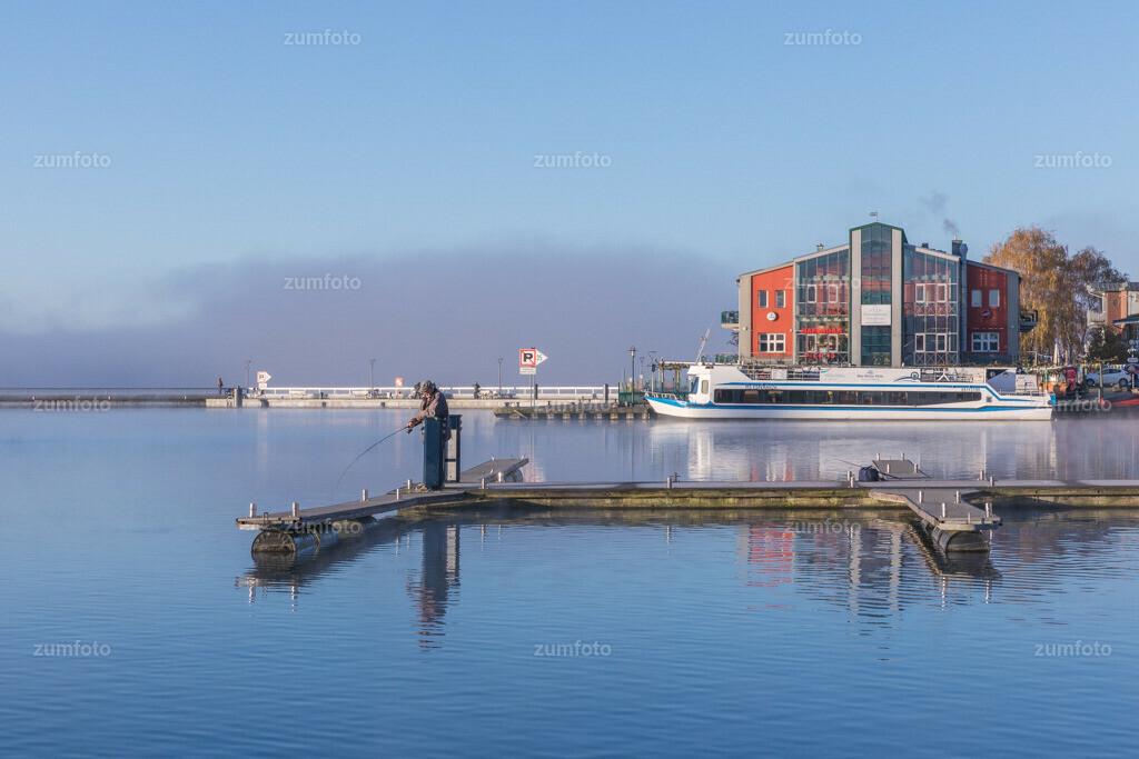 171107_0830-3301-A   --Dateigröße 6535 x 4357 Pixel-- Morgenstimmung im Warener Stadthafen