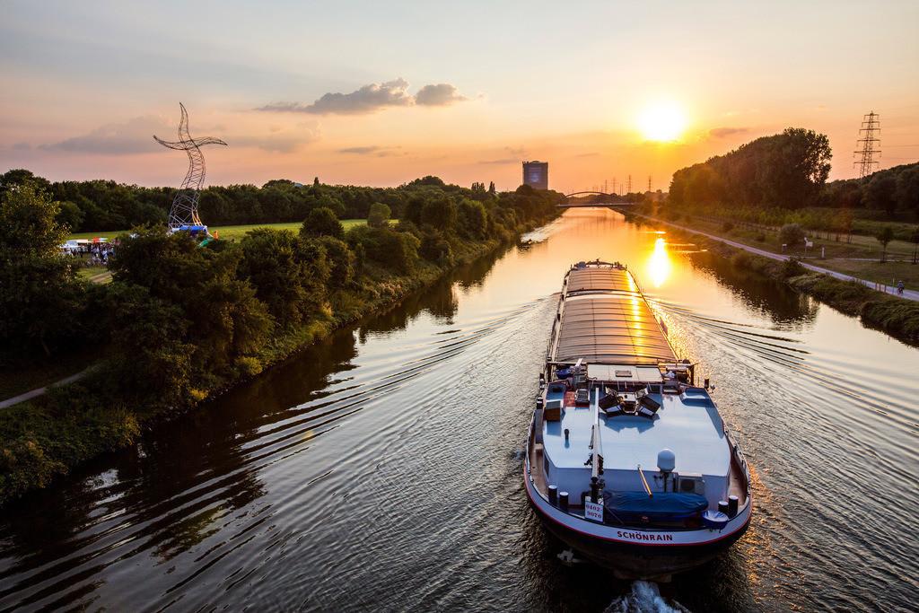 JT-130926-080 | Rhein-Herne-Kanal bei Oberhausen, Gasometer,  Emscher Kunst,  Skulptur,
