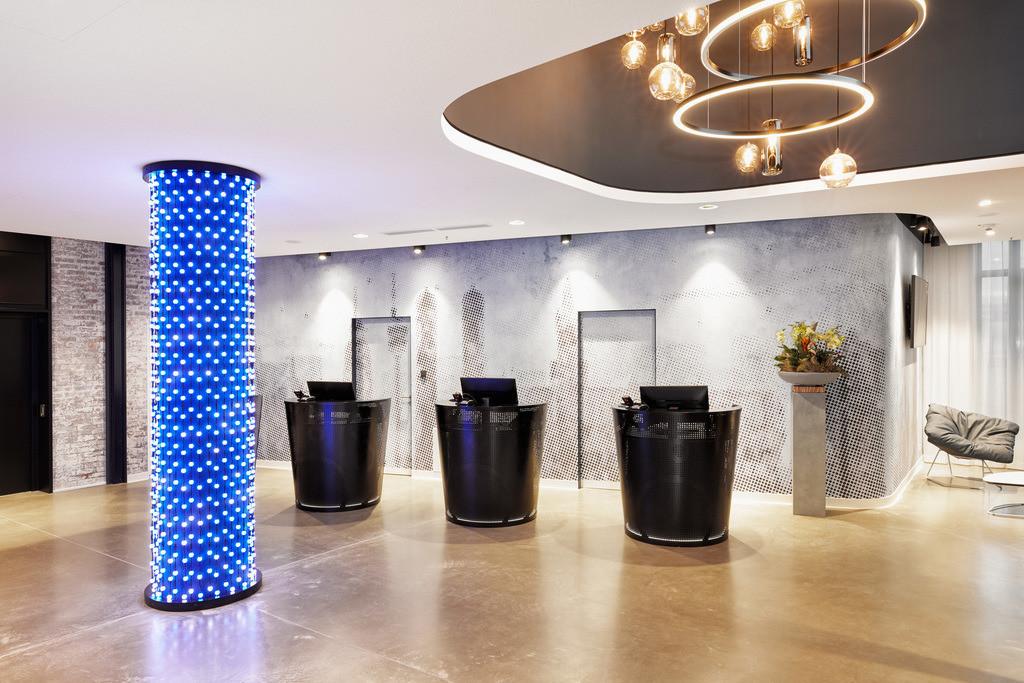 rezeption-01-h2-hotel-muenchen-olympiapark