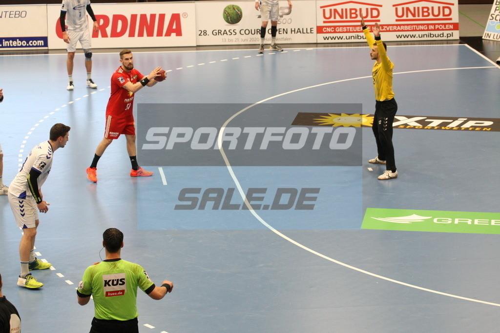 TUS N. Lübbecke - VFL Gummersbach   Tom Skroblien beim Siebenmeter - © by K-Media-Sports / Sportfoto-Sale.de