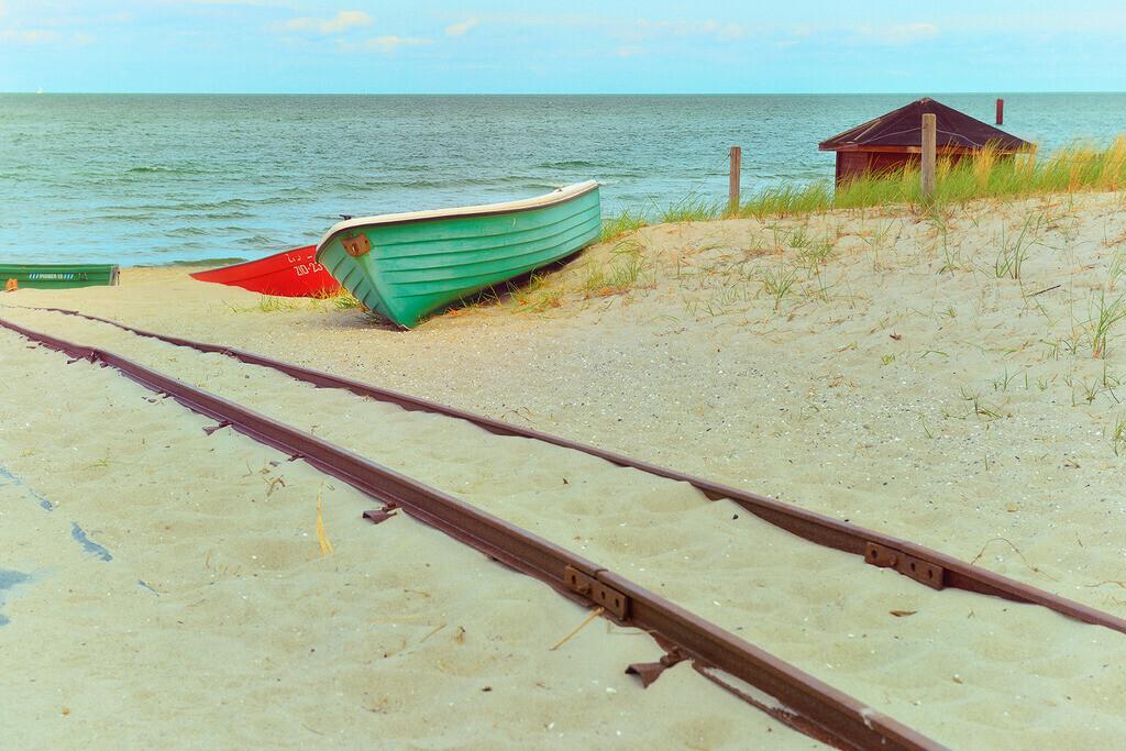 Boote am Strand | Boote am Strand von Zingst mit Schienen
