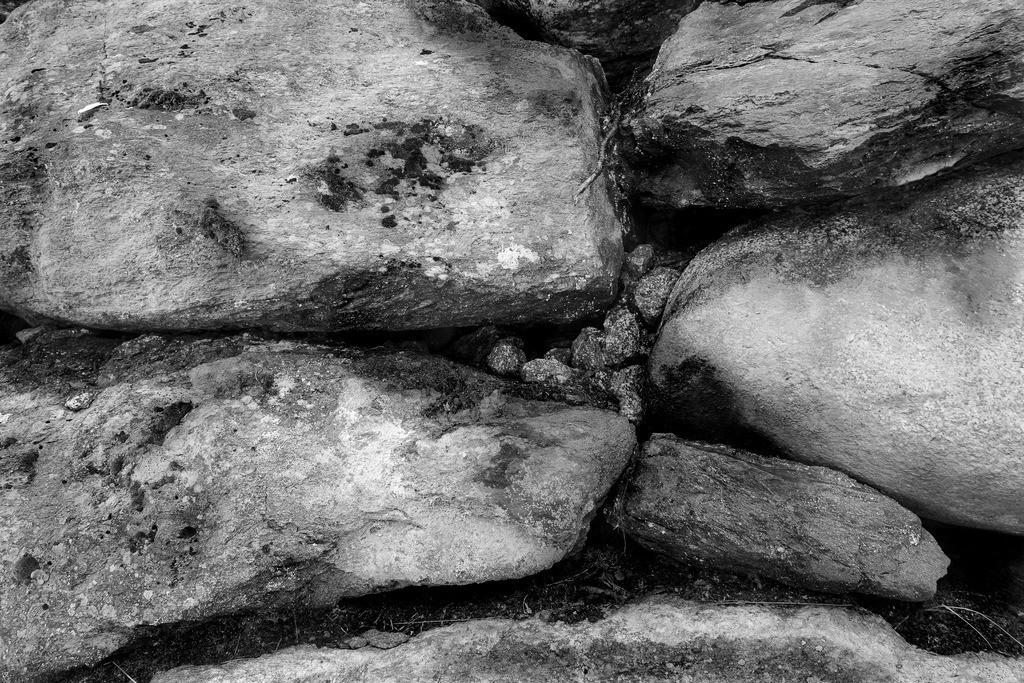 HS2019000058.1.B_W.Projekt-Steinstruktur.Südtirol.volle-auflösung.
