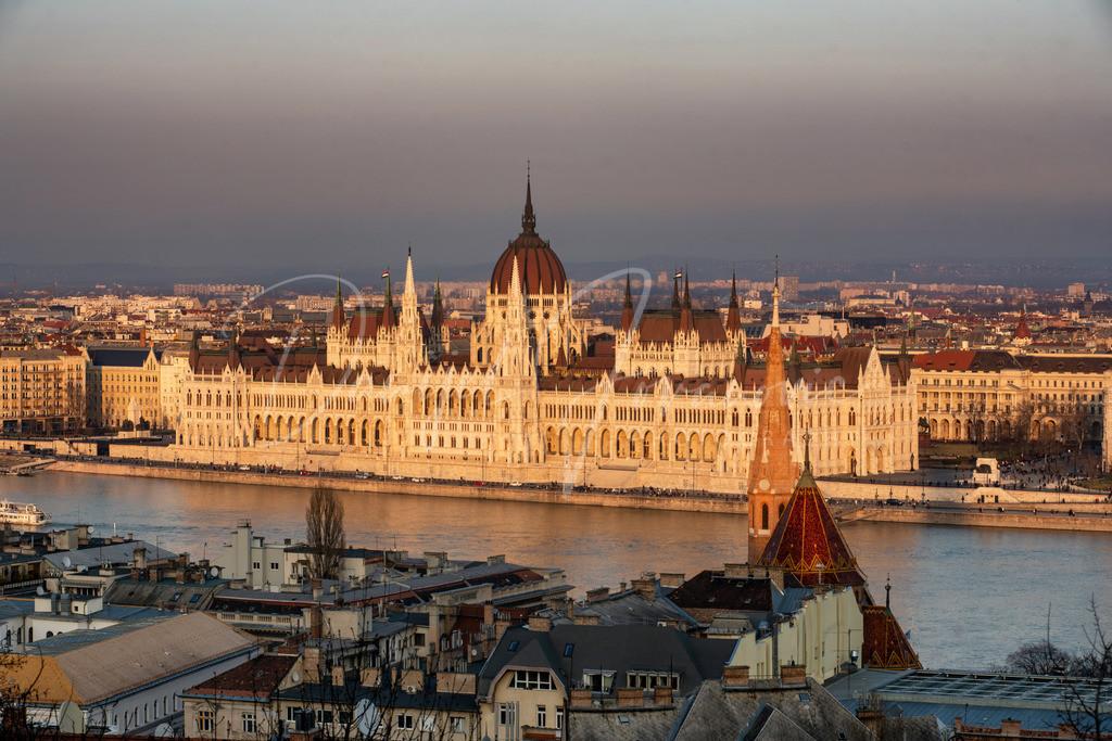 Parlament | Das Parlament von Ungarn in der Abendsonne