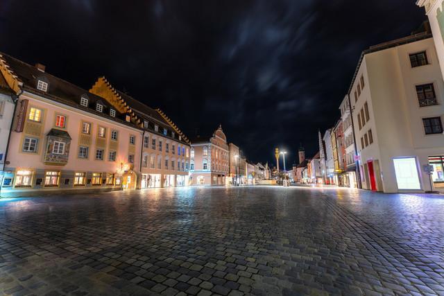 Stadtplatz Straubing | Theresienplatz | Blick bei Nacht auf den Theresienplatz Straubing