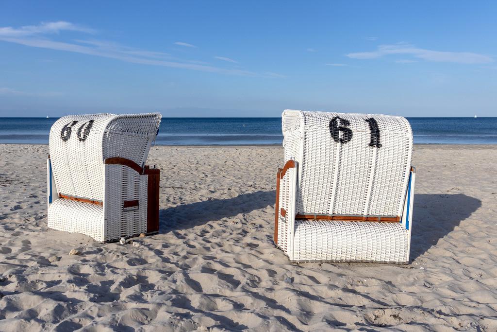 Strandkörbe an der Ostsee | Sandstrand im Sommer