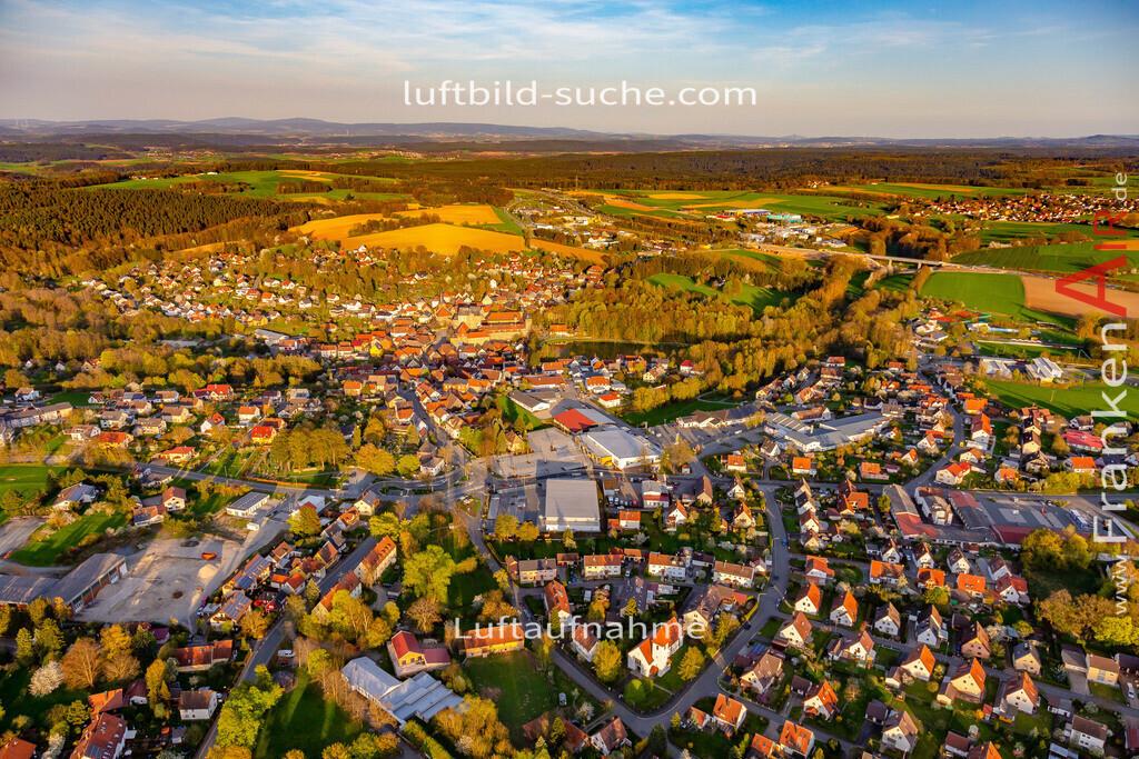 schloss-thurnau-18-205   aktuelles Luftbild von Schloss Thurnau - Luftaufnahme wurde 2018 von https://frankenair.de mittels Flugzeug (keine Drohne) erstellt.