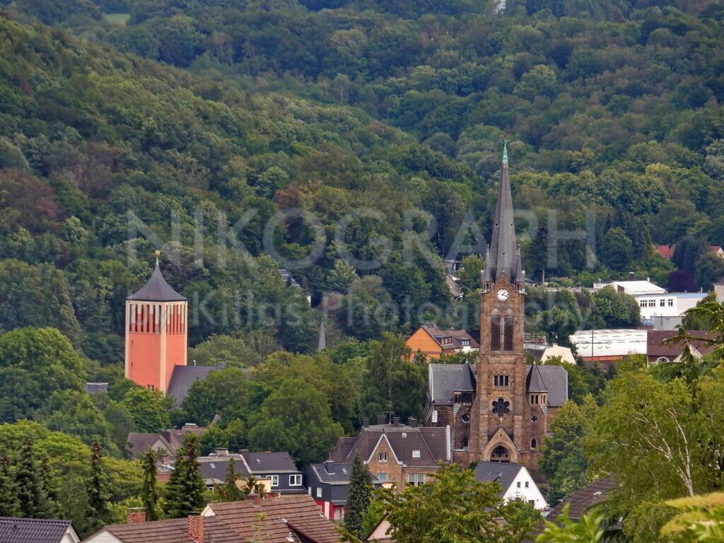 Kirchtümre in Hagen-Eilpe | Die Kirchtürme der  Herz Jesu Kirche und der Christuskirche in Hagen-Eilpe.  Eilpe liegt im Süden der Stadt Hagen und gehört zu den älteren Siedlungsstätten im Stadtgebiet.