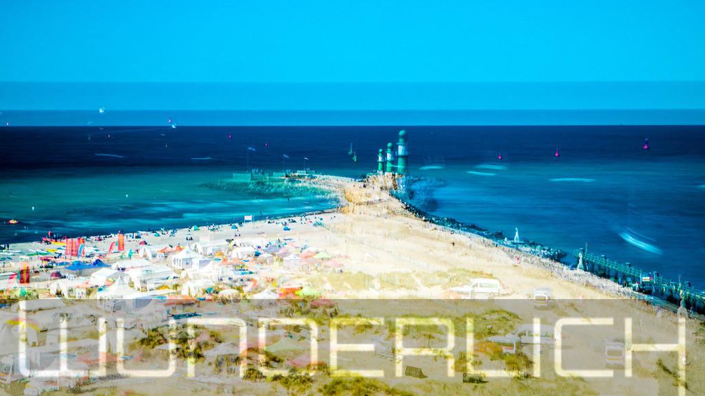 Strand und Leuchtturm in Warnemünde