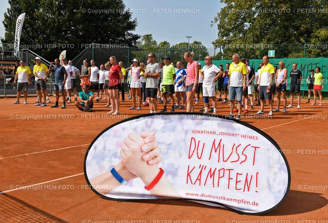 Tennis Charity Trophy TEC Darmstadt 20200912 copyright by HEN-FOTO | Tennis Charity Trophy TEC Darmstadt 20200912 DUMUSSTKÄMPFEN - Gruppenfoto Sportler u Helfer u Organisatoren copyright by HEN-FOTO / Foto: Peter Henrich
