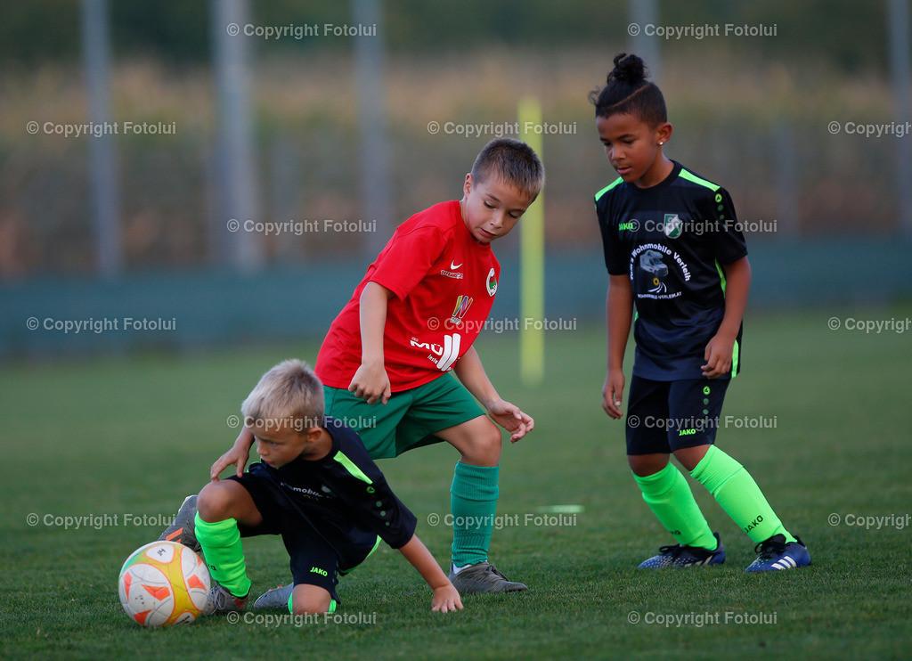 A_LUI27092021_42 | SPORT,FUSSBALL, FC WELS_SC HOERSCHING U 9 27.09.2021 IM BILD: SCHWARZ (HOERSCHING) UND ROT (FC WELS )FOTO:FOTOLUI