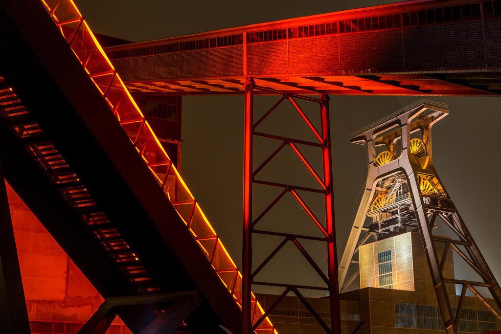 JT-160106-025 | Zeche Zollverein, UNESCO Welterbe, Essen, NRW, Deutschland, Fördergerüst Schacht 12 Bandbrücken und Rolltreppe zum Ruhrmuseum in der Kohlenwäsche,