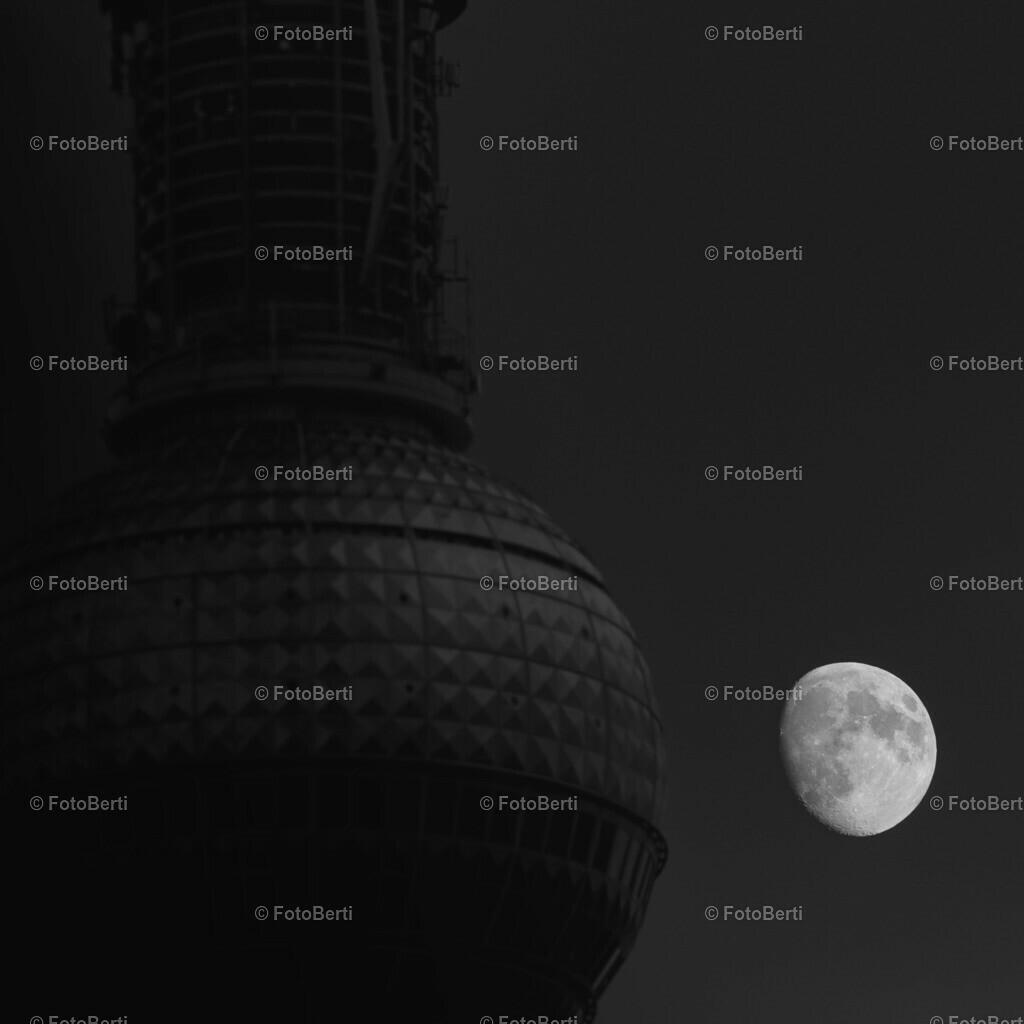 Moon | Mondlicht am Fernsehturm