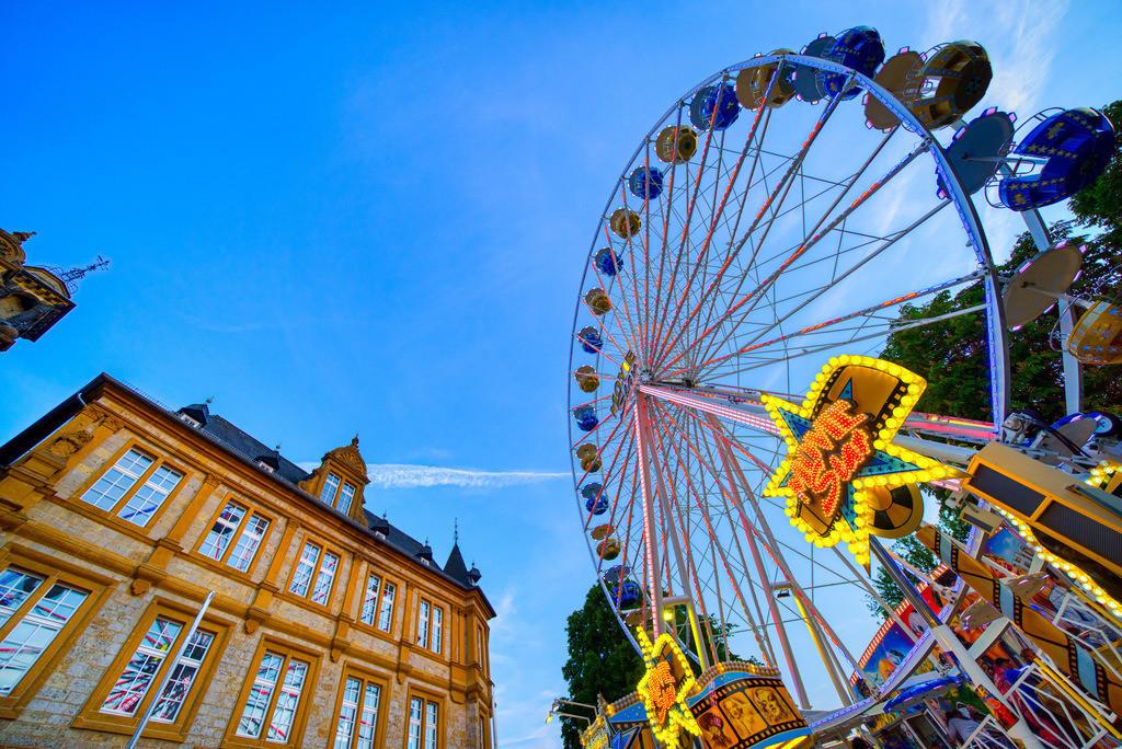 Riesenrad auf dem Leinewebermarkt | Riesenrat am Ratsgymnasium auf dem Leinewebermarkt in Bielefeld.