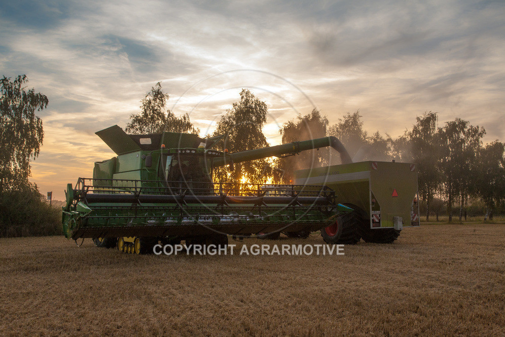 20120817-_MG_8692 | Weizenernte in der Dämmerung