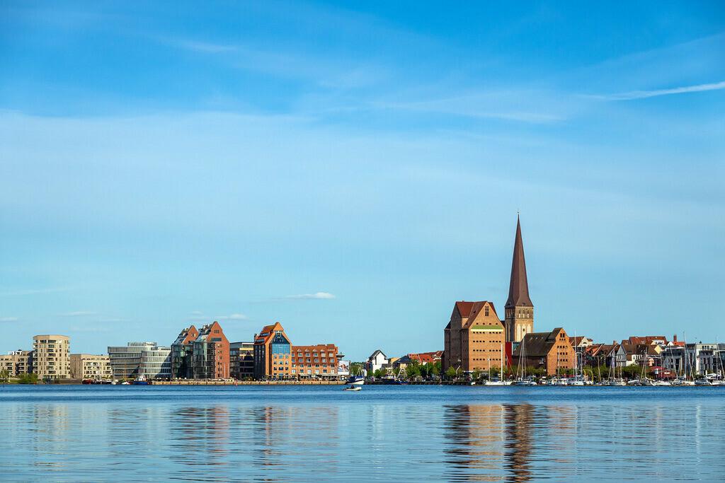 Blick von Gehlsdorf über die Warnow auf die Hansestadt Rostock | Blick von Gehlsdorf über die Warnow auf die Hansestadt Rostock.