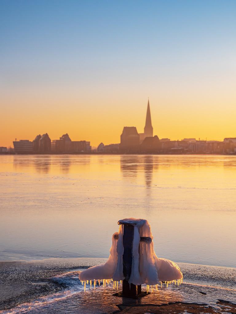 Blick über die Warnow auf Rostock im Winter | Blick über die Warnow auf Rostock im Winter.