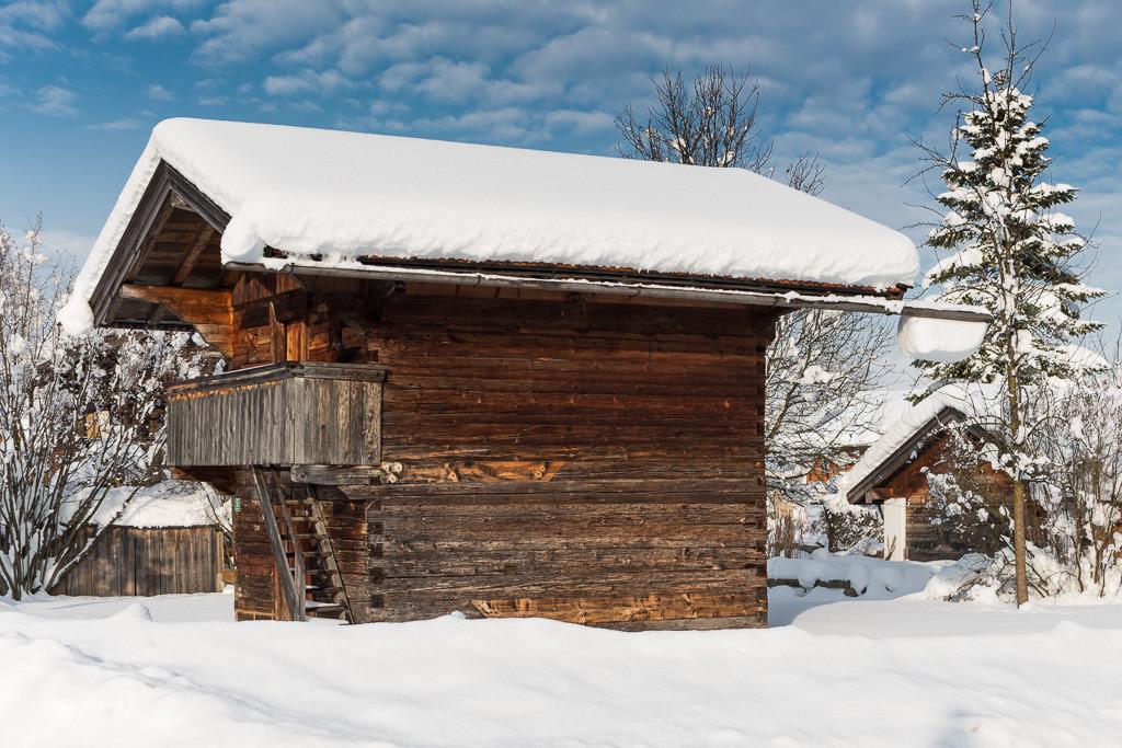 Alter Schuppen im Schnee