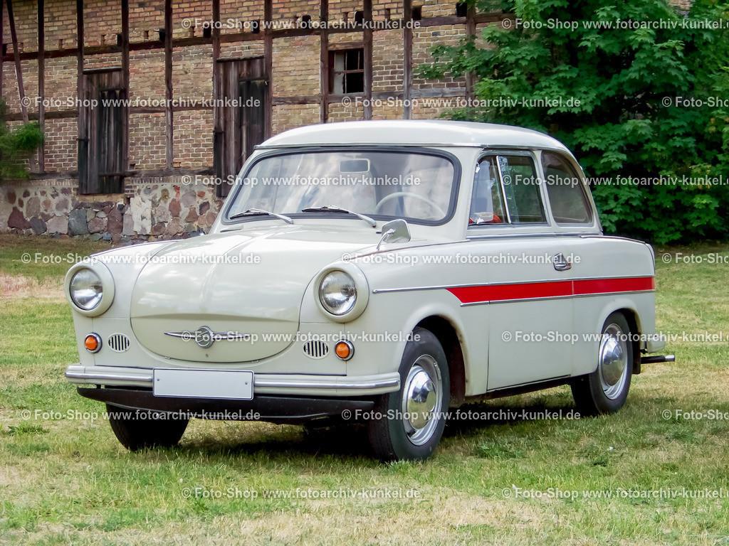 Trabant 600 Limousine 2 Türen | Der Trabant 600 war lange Jahre das Standardauto in der DDR und wurde vom Trabant 601 abgelöst, der noch bis Ende der 1980er Jahre gebaut wurde. Im Laufe der letzten Jahre erlangte der Trabant Kultstatus und ist mit über 38.000 aktuellen Anmeldungen (2021) auch heute noch ein begehrter fahrbarer Untersatz.