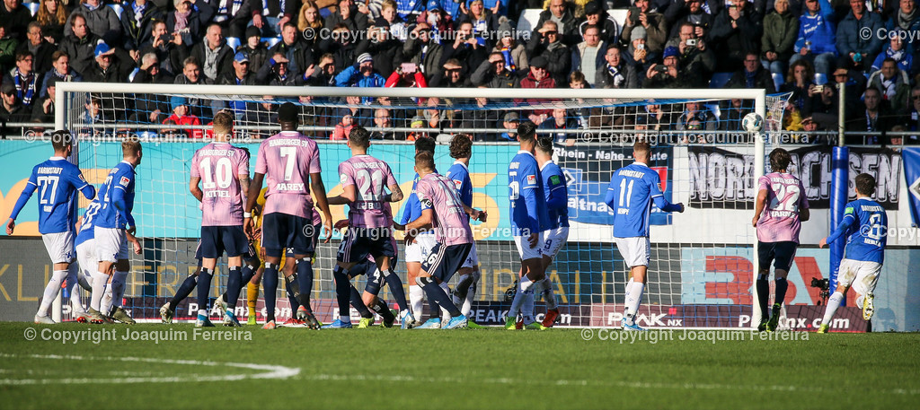 191221svdvshsv_0804 | 21.12.2019 Fussball 2.Bundesliga, SV Darmstadt 98-Hamburger SV emspor, despor  v.l.,  Ball trifft den Pfosten von SV Darmstadt 98    (DFL/DFB REGULATIONS PROHIBIT ANY USE OF PHOTOGRAPHS as IMAGE SEQUENCES and/or QUASI-VIDEO)