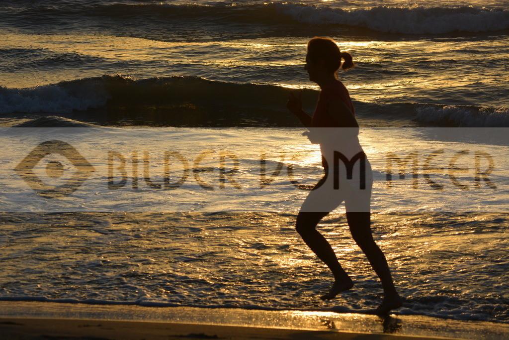 Strand Bilder | Strandbilder mit Menschen bei Sonnenaufgang