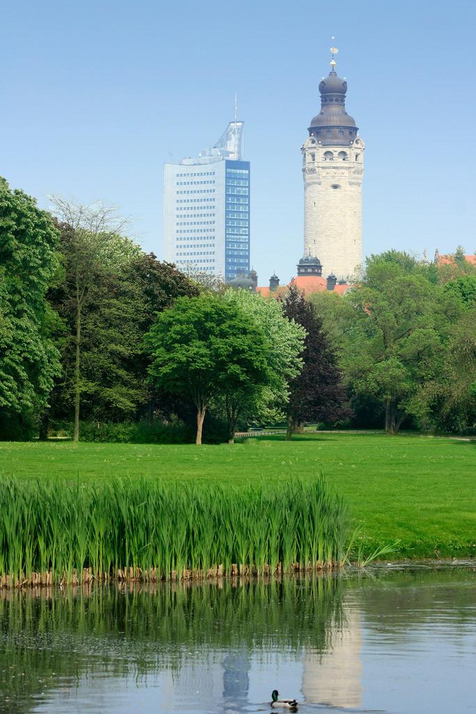 20090430_0003a | Johanna-Park, Leipzig, Neues Rathaus, City-Hochhaus, Teich, Ente, Deutschland