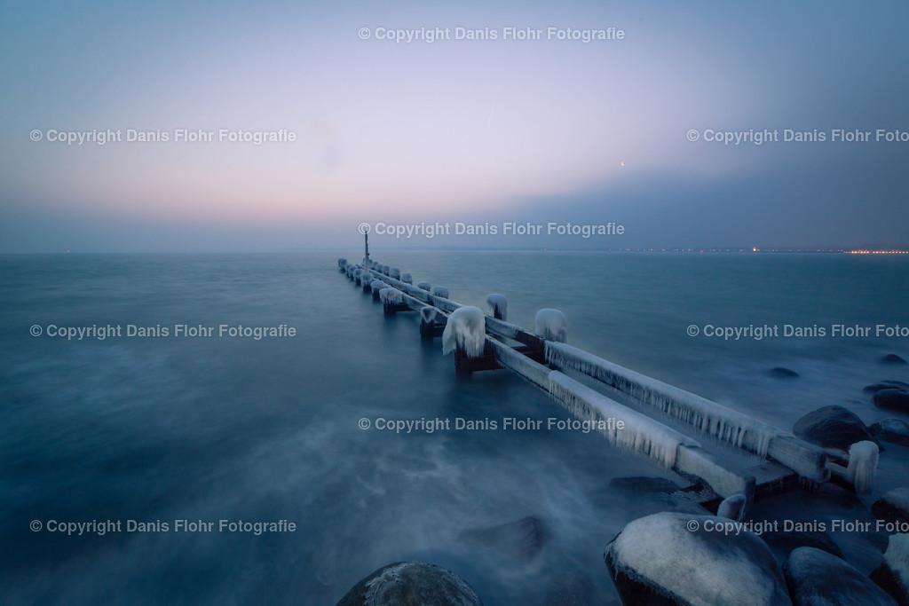 Eiszeit | Winter, die Ostsee bildest an der Seebrücke und an den Steinen Eis.