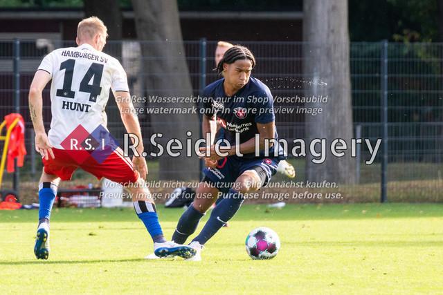 Fußball, Herren, Testspiel, Hamburger SV - FC Midtjylland, HSV-Trainingsplatz am Volksparkstadion, 20.08.2020 | Aaron Hunt (#14, HSV), Jens-Lys Cajuste (#40, Midtjylland)