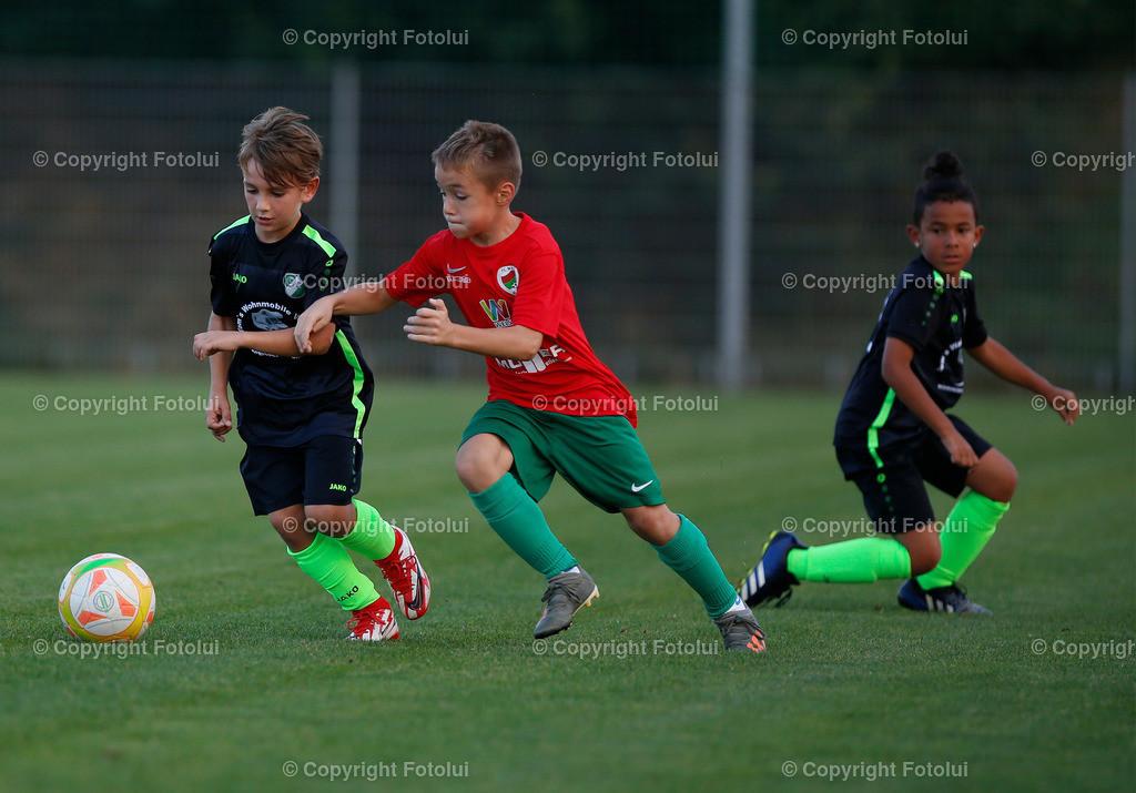 A_LUI27092021_36 | SPORT,FUSSBALL, FC WELS_SC HOERSCHING U 9 27.09.2021 IM BILD: SCHWARZ (HOERSCHING) UND ROT (FC WELS )FOTO:FOTOLUI