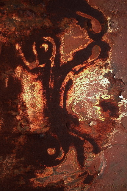 Der Feuergeist | Geheime Zeichen einer fremden Kultur oder...einfach nur eine interessante Mischung aus Farbresten und Rost. Die Wand einer Werft im Dänischen Marstal.