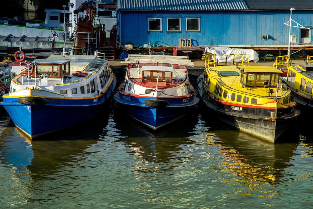 Boote im Hafen | Boote in Hamburgs Speicherstadt