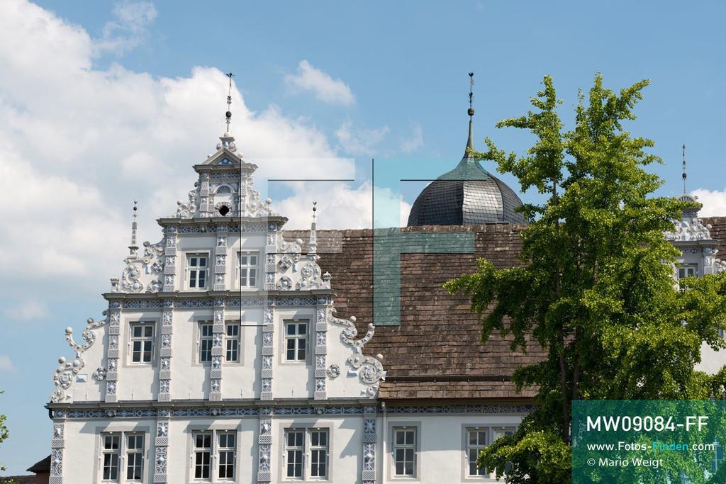 MW09084-FF | Deutschland | Niedersachsen | Bevern | Reportage: Reise entlang der Weser | Das Schloss Bevern wurde zwischen 1603 und 1612 im Stil der Weserrenaissance erbaut. Der Prachtbau steht im Weserbergland unweit der Weser.   ** Feindaten bitte anfragen bei Mario Weigt Photography, info@asia-stories.com **