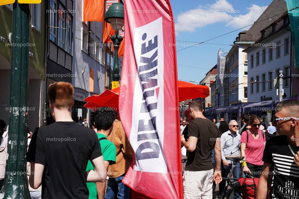 Die Linke in der Fußgängerzone Freiburg (2)
