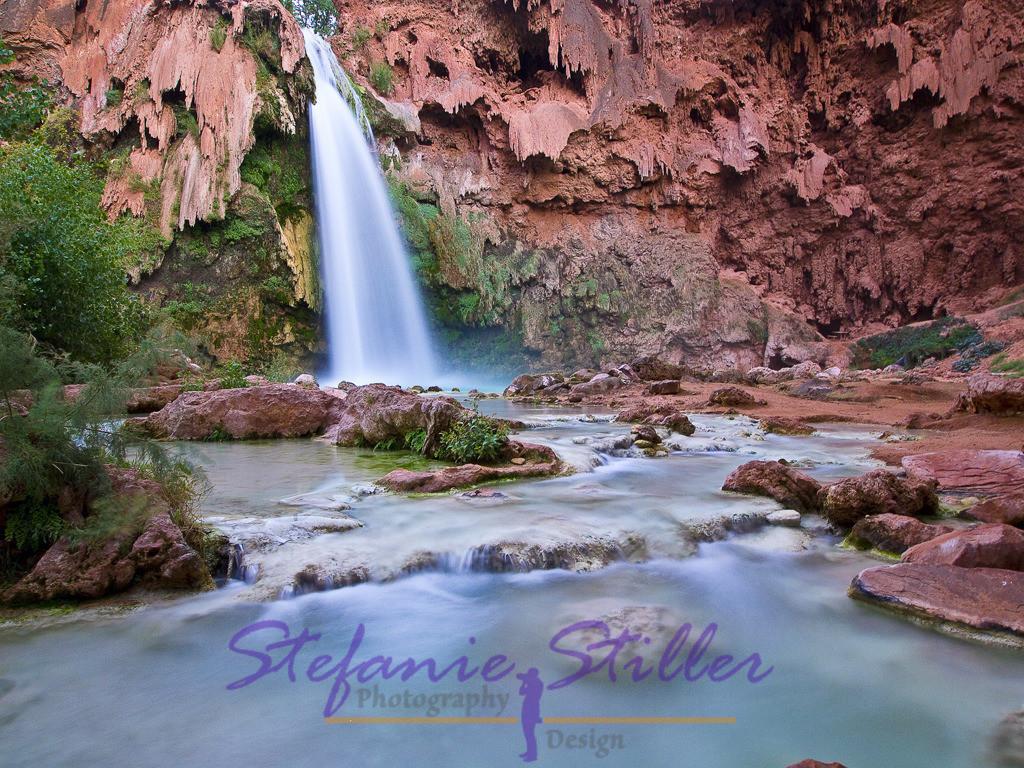 Das bläuliche Wasser der Havasu Falls | Mit ihrem bläulichen Wasser bilden die Havasu Falls eine traumhafte Kulisse