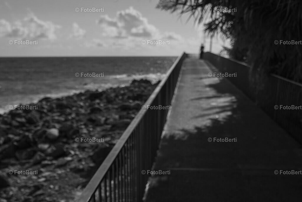 Die geheimnisvolle Frau | Am Ende der Brücke zum Meer …