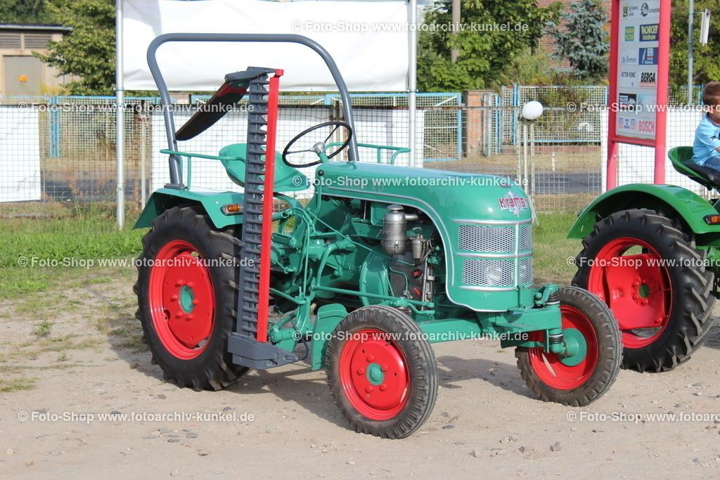 Kramer K 15 Traktor, Schlepper, 1954-56 | Kramer K 15 Traktor, Schlepper, Farbe: Grün, Bauzeit: 1954-1956, mit Mähbalken, BRD, Deutschland