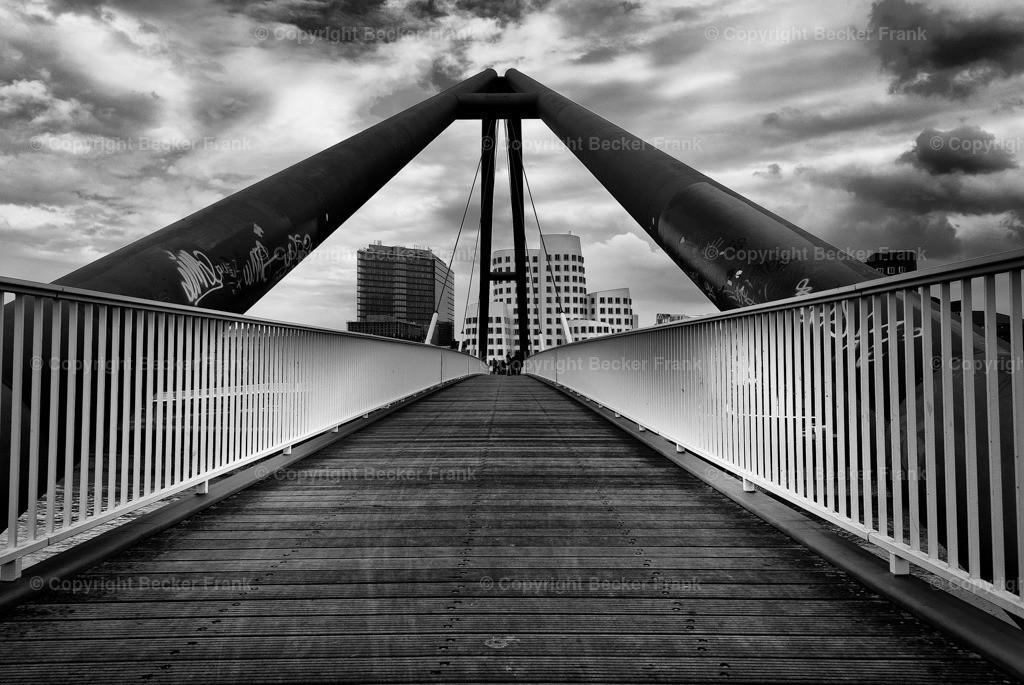 Brücke Medienhafen