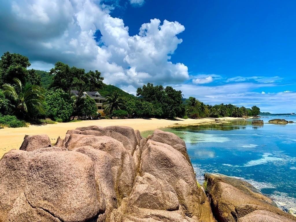 Felsformation auf den Seychellen  | Blick auf den Strand